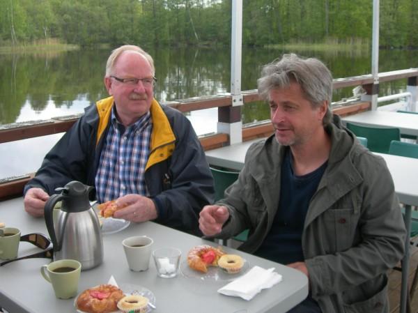ÅSSAs representant och Roy Andersson från Brukskultur hade hörsammat vår inbjudan till en gemensam kvällstur med fika i augusti 2014.