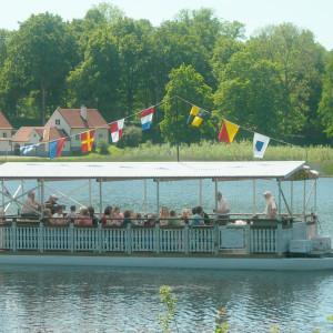 Musikbåten E/S Vågspelet ute på en middagstur i Bysjön